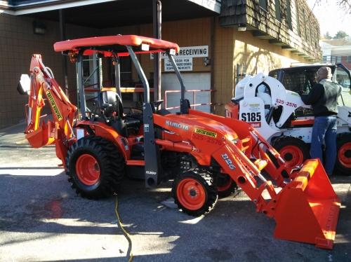 Tractor/Backhoe- Kubota B26