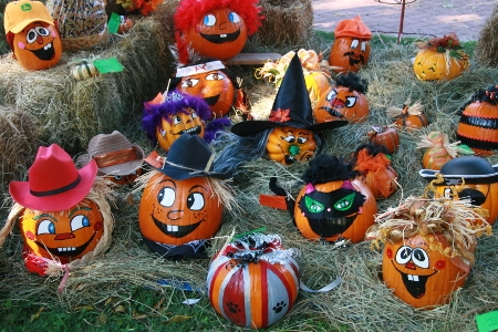 10/17 & 10/18: Pumpkin Painting from 10 am to 2 pm